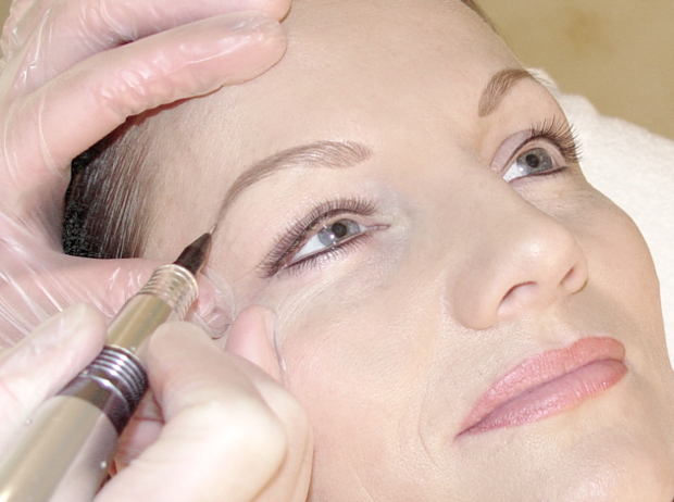 Arbeitsfoto Permanent Make Up Augenbrauen gross